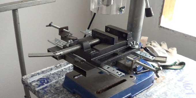 Cómo hacer una escopleadora casera usando un taladro de columna o soporte para taladro