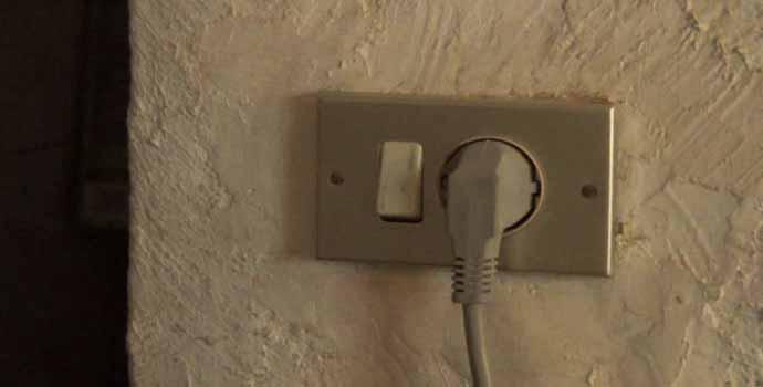 Cómo colocar un enchufe con interruptor