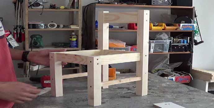Cómo hacer sillas de madera para niños con tornillos 1/2
