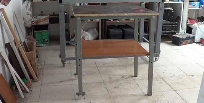 Cómo hacer una mesa con tornillos para una máquina