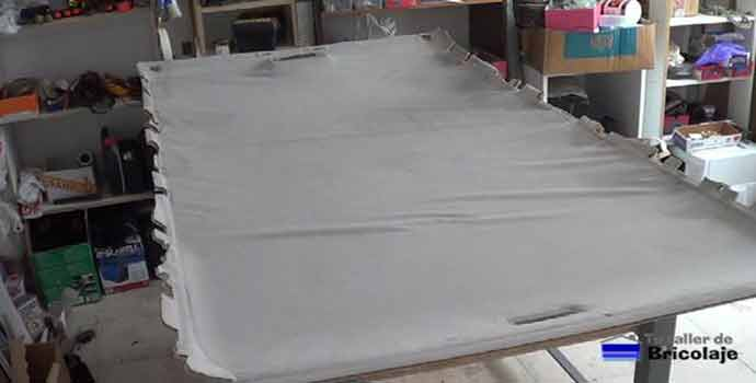 Cómo reparar el tapizado del techo de un coche