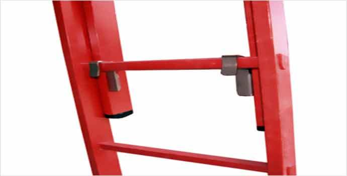 Escaleras y andamios de aluminio a un nivel superior