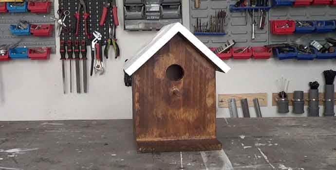 cómo hacer una casita de pájaros en madera