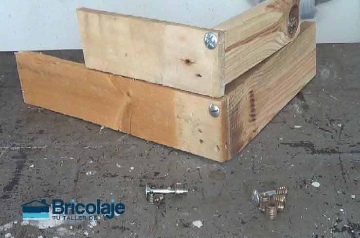 Cómo unir madera mediante tuercas y tornillos