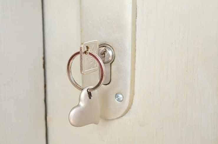 ¿Qué hacer cuándo cerramos la puerta y dejamos las llaves puestas dentro?