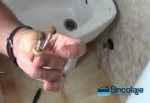 una solución a tornillos oxidados en sanitarios de baño