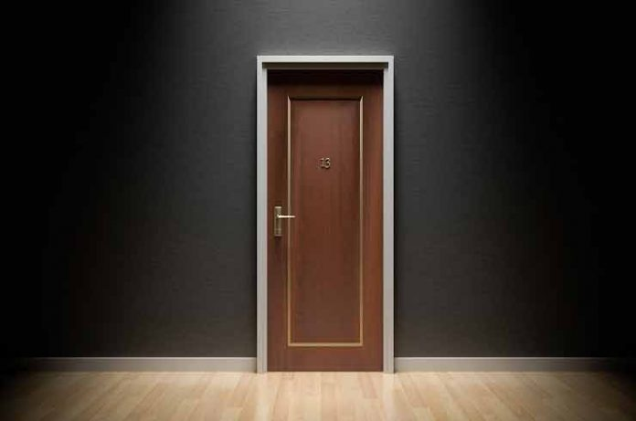 instalar manivela puerta