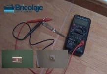 Cómo podemos identificar fase y neutro en una toma de corriente