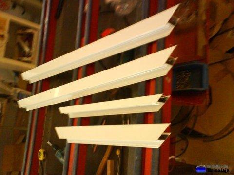 piezas que forman el marco de la puerta de aluminio