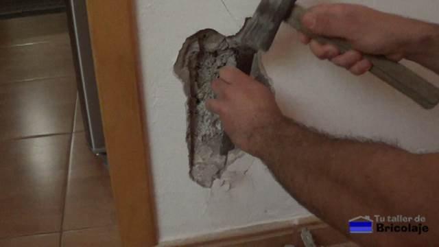 eliminado el cemento suelto debido al hierro oxidado que ha generado una grieta