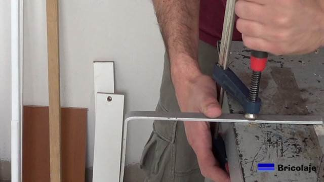 dando otro doblez a la pletina de aluminio