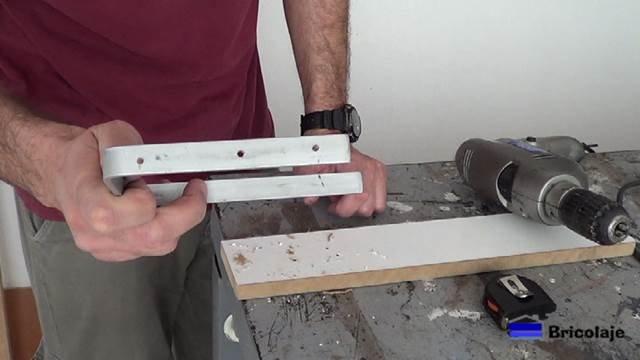 pletina de aluminio en forma de u para poder sujetar el cartel