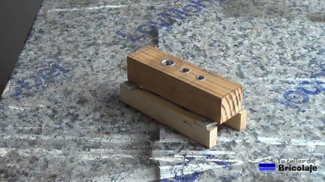 Cómo hacer una guía para unir madera con tarugos o espiagas 1/2