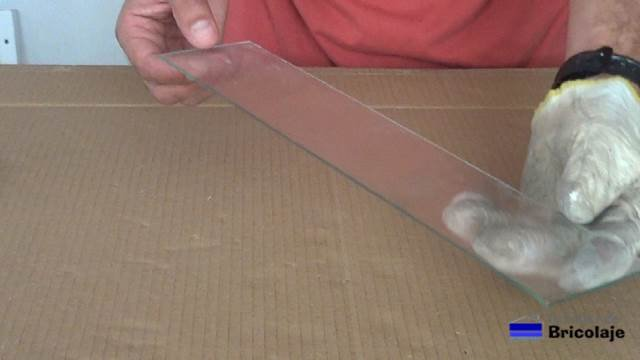 primera pieza cortada en casa con el corta vidrios