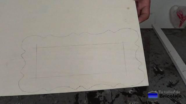 dibujo pasado a la madera de marquetería para poder cortarlo