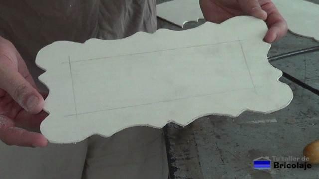 marco en marquetería para hacer el cartel