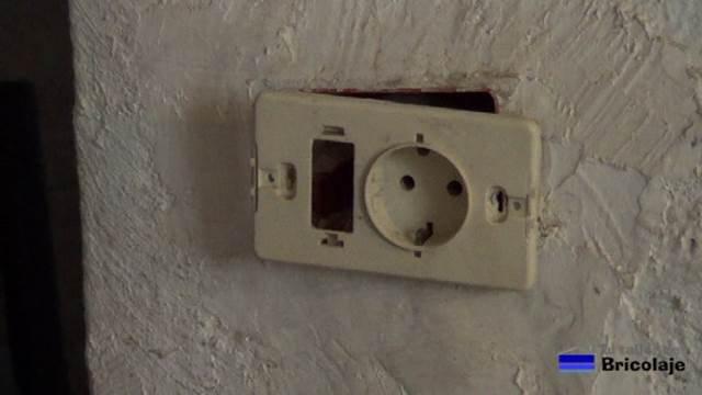 partimos de un enchufe donde colocaremos un interruptor para controlarlo
