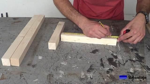 marcando los lugares donde hacer los agujeros