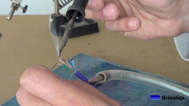 estañando los cables del cable de red