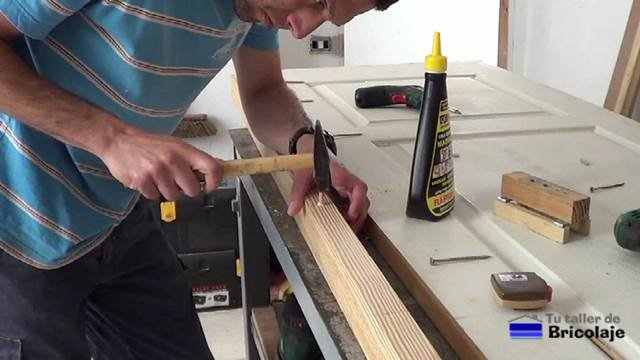 insertando los tarugos, espigas o tubillones