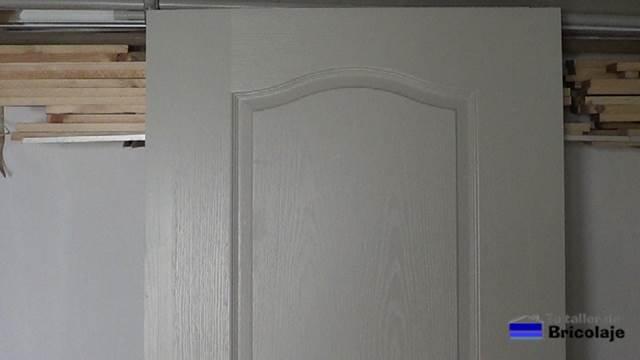 resultado final después de aumentarle el ancho a una puerta prefabricada