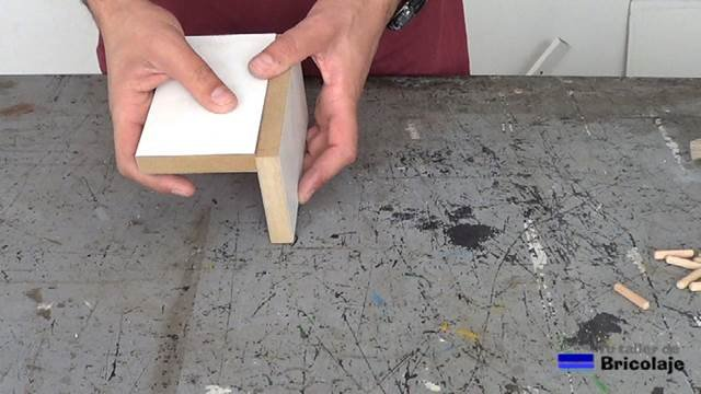 vamos a probar la plantilla, para ello vamos a unir dos trozos de madera en dm plastificado en blanco