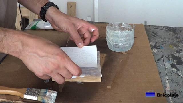 colocando la imagen sobre el gel medio
