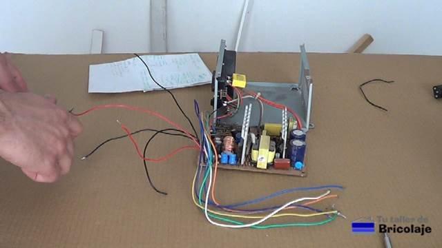 preparando la fuente de pc para convertirla en una fuente de laboratorio casera