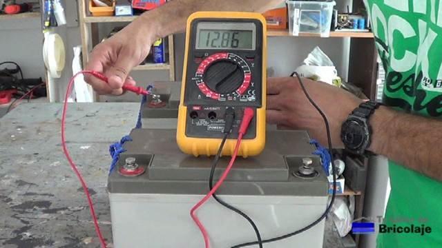 comprobando el voltaje de la otra batería