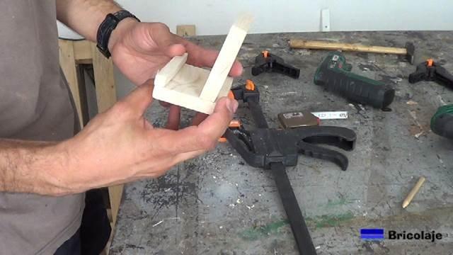 sencillo y práctico soporte de madera para tableta o tablet