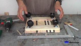 ruedas colocadas a la base para macetas