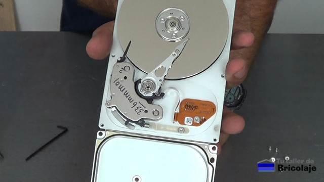 partes que forman el interior del disco duro