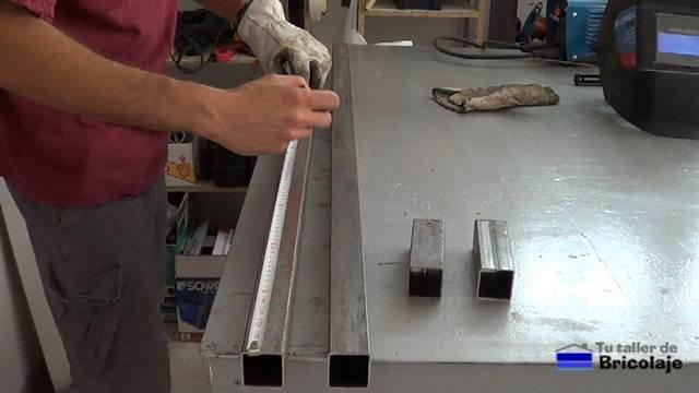 marcando el lugar donde realizar los agujeros
