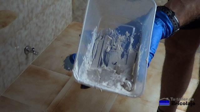 producto para aplicar el rejuntado al inodoro