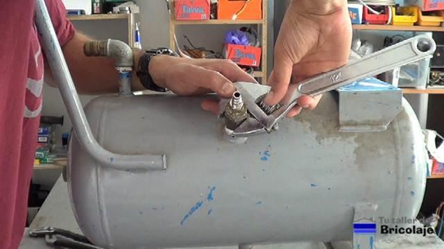retirando todas las conexiones al viejo compresor