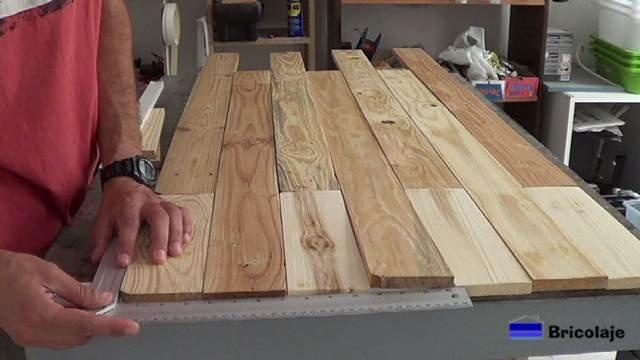 escuadrando los listones de madera de palets para relizar el cabecero para la cama