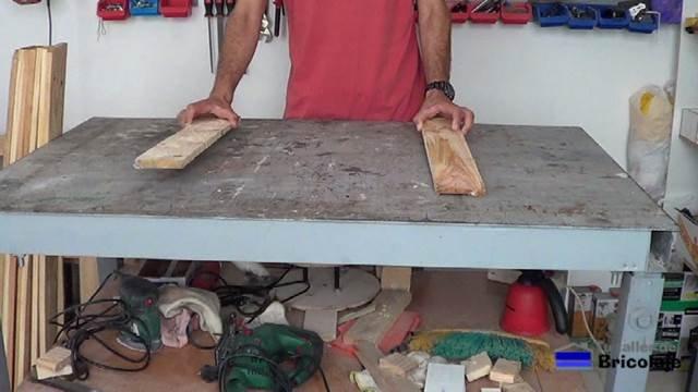 colocando unos listones de madera de palets como base para hacer el cabecero