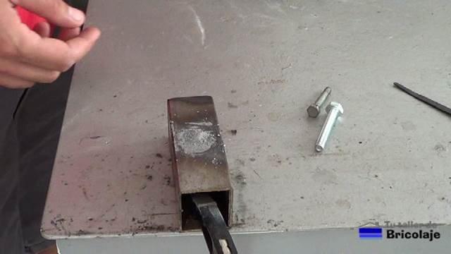 dejar secar la soldadura en frío en el hierro o metal