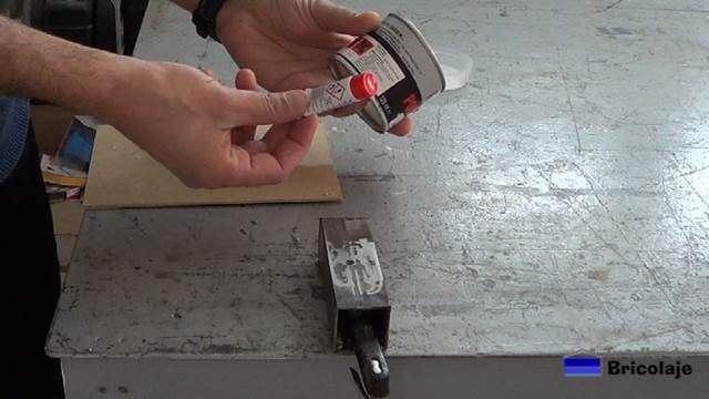 la fibra de vidrio está formado por dos componentes: la fibra y el endurecedor