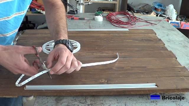 cortando a medida la tira de led