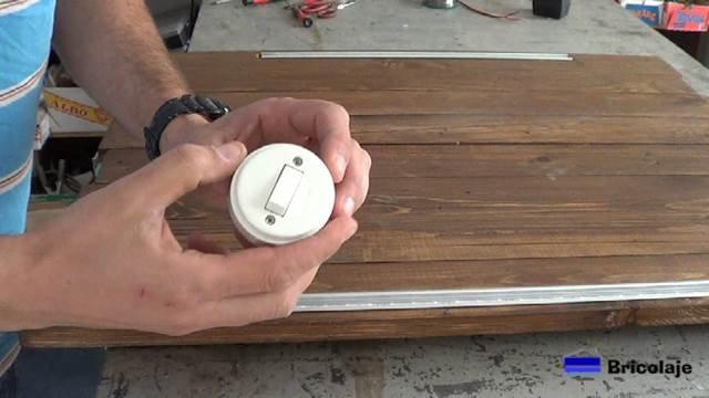 interruptor para encender y apagar las tiras de led en el espejo de palets