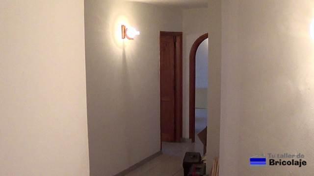 la entrada a la vivienda antes del  lavado de cara