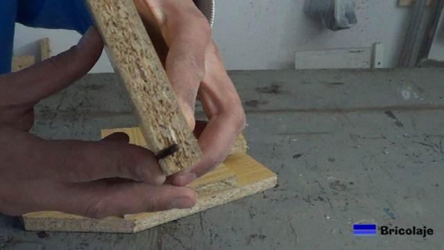 ranura para insertar el cartón piedra que será el suelo de la caja