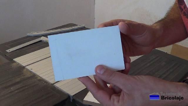madera usada para los fondo de cajones: cartón piedra