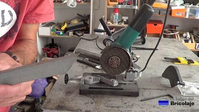 corte a inglete con el soporte para la amoladora o radial