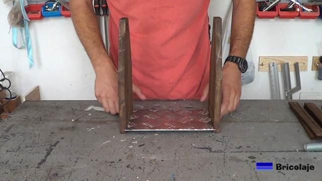 montado el suelo y laterales del porta cervezas casero