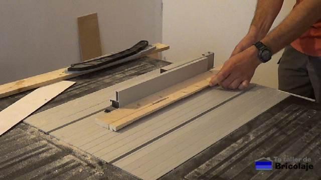 preparando la madera de palets para hacer la carcasa para el disco duro