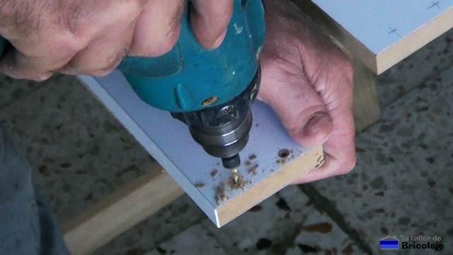 taladrando la madera