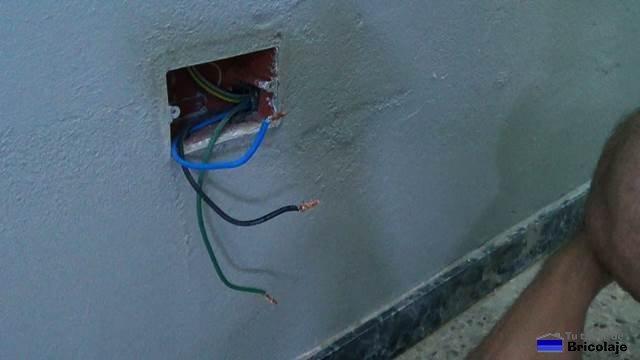 cables donde conectar el enchufe