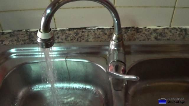 pérdida de agua del grifo de la cocina